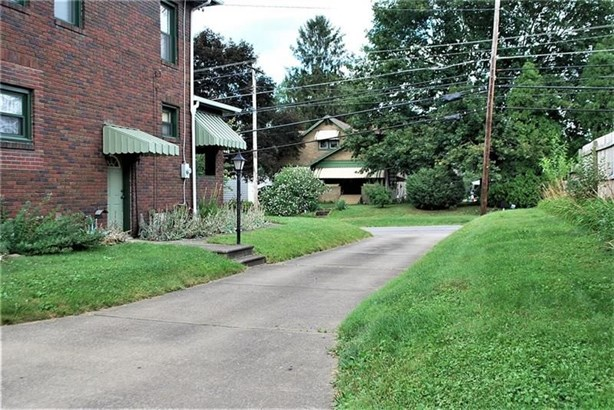 525 Old Zelienople Rd, Ellwood City, PA - USA (photo 3)