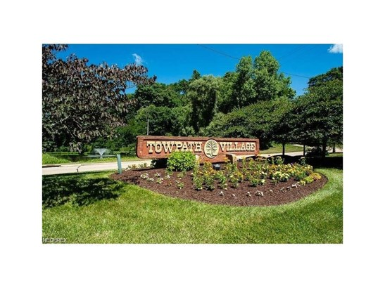 2411 Laurel Valley, Cuyahoga Falls, OH - USA (photo 4)
