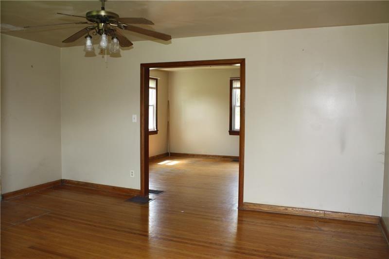 430 N Main, Harrisville, PA - USA (photo 5)