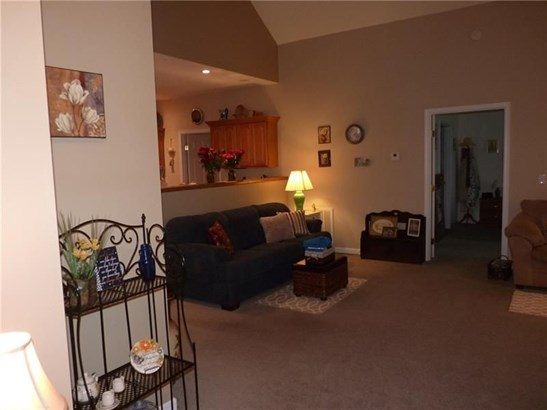 128 Clearwater Dr, Ellwood City, PA - USA (photo 2)
