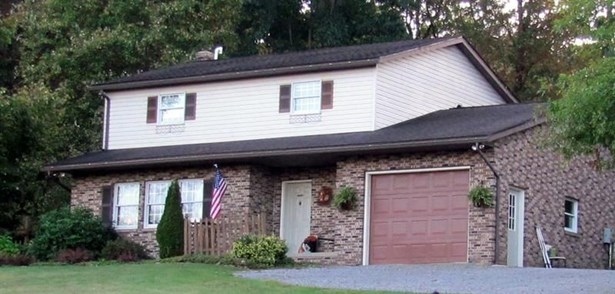 210 Oak Road, Chicora, PA - USA (photo 1)
