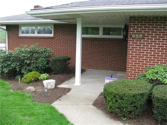958 Carlton Dr, Bentleyville, PA - USA (photo 2)