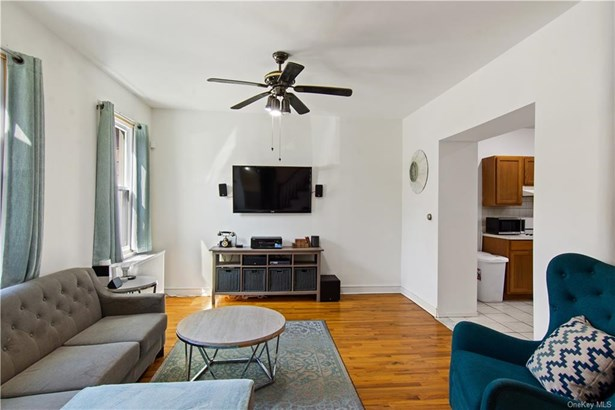 Single Family Residence, Colonial - Call Listing Agent, NY