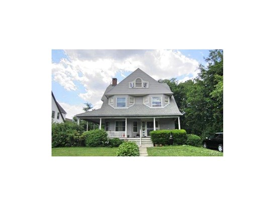 Colonial,Trilevel, Single Family - New Rochelle, NY (photo 2)