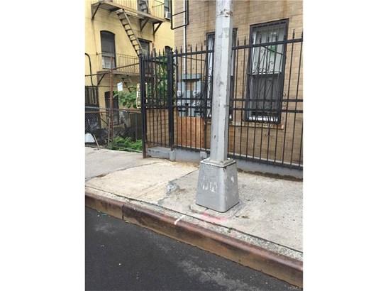 Triplex, Trilevel - Bronx, NY (photo 3)