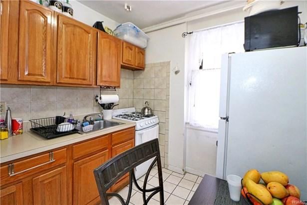 Multi Family (2-4 Units), Colonial - Bronx, NY (photo 4)