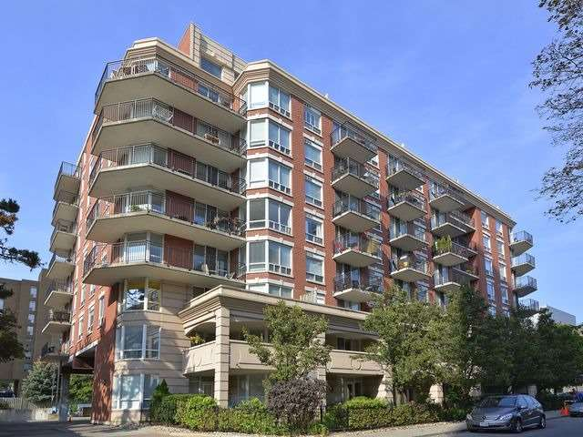 300 Balliol St 808, Toronto, ON - CAN (photo 1)
