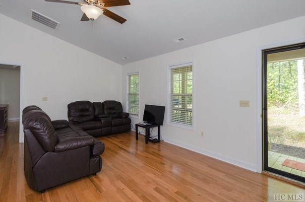 1 Story,Traditional, Single Family Home,1 Story,Traditional - Sapphire, NC (photo 5)