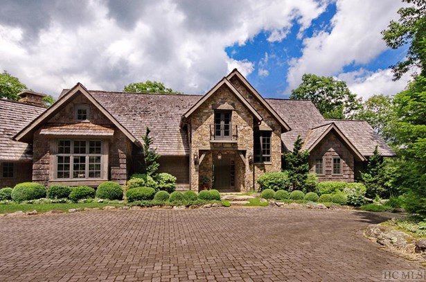 Single Family Home,2.5 Story,Traditional - 2.5 Story,Traditional (photo 3)