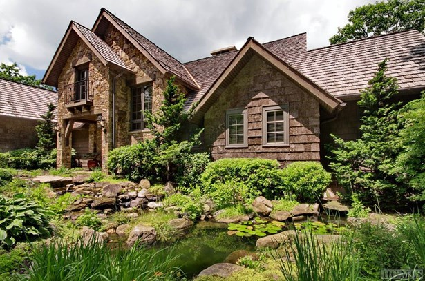 Single Family Home,2.5 Story,Traditional - 2.5 Story,Traditional (photo 5)