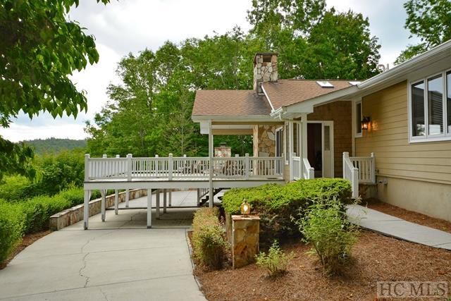 Single Family Home,Split Level,Traditional - split Level,Traditional,Other-See Remarks (photo 3)