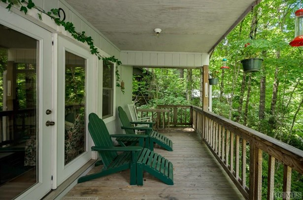 Single Family Home,2 Story,Cottage/Bungalow - 2 Story,Cottage/Bungalow (photo 3)