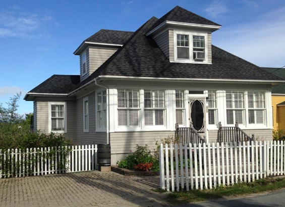 100 Queen Street, Chester, NS - CAN (photo 1)