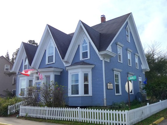 654 Main Street , Mahone Bay, NS - CAN (photo 3)