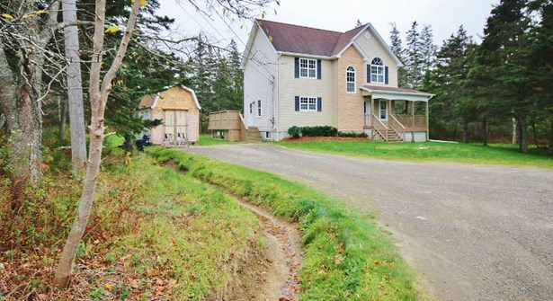 356 D'entremont, Meteghan River, NS - CAN (photo 2)