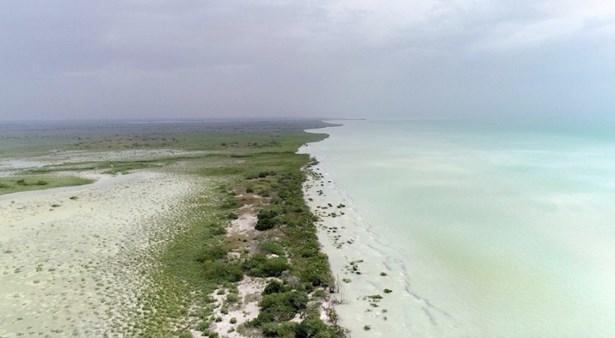 South Of Where The Yucatan Peninsula Greets The Ca, Corozal - BLZ (photo 3)