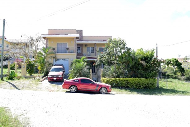 51 Collins Boulevard, San Ignacio - BLZ (photo 1)