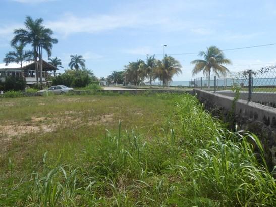 6th Street North, Corozal Town - BLZ (photo 5)