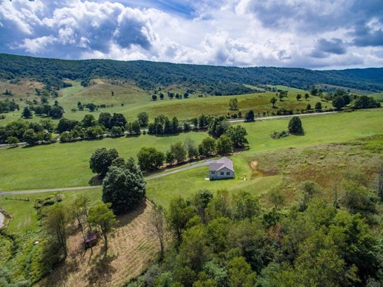 Single Family Detached, Ranch - New Castle, VA (photo 5)