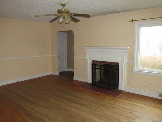 Single Family Detached, Cape Cod - Pulaski, VA (photo 4)