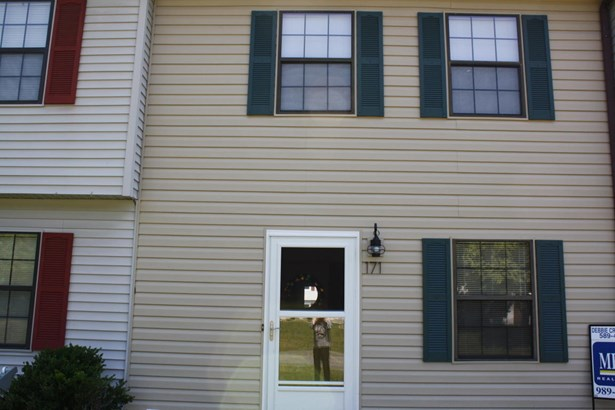 Townhouse, Single Family Attached - Cloverdale, VA (photo 1)