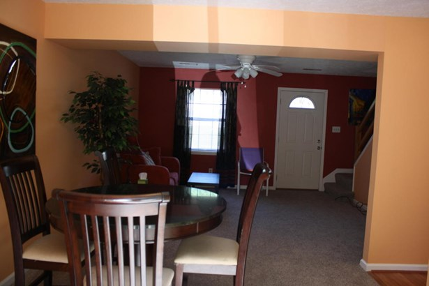 Townhouse, Single Family Attached - Cloverdale, VA (photo 2)