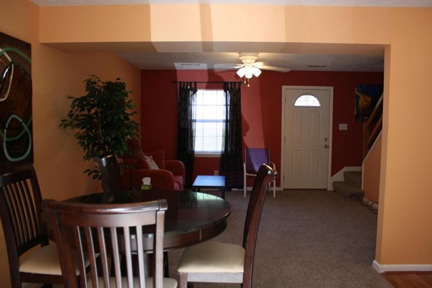 Townhouse, Single Family Attached - Cloverdale, VA (photo 3)