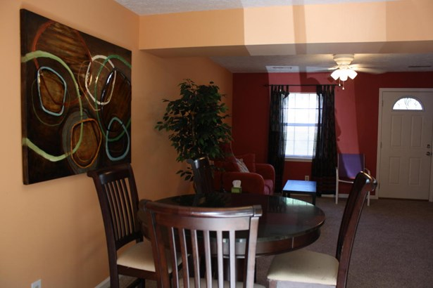 Townhouse, Single Family Attached - Cloverdale, VA (photo 4)