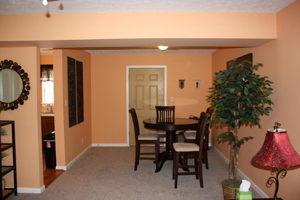 Townhouse, Single Family Attached - Cloverdale, VA (photo 5)