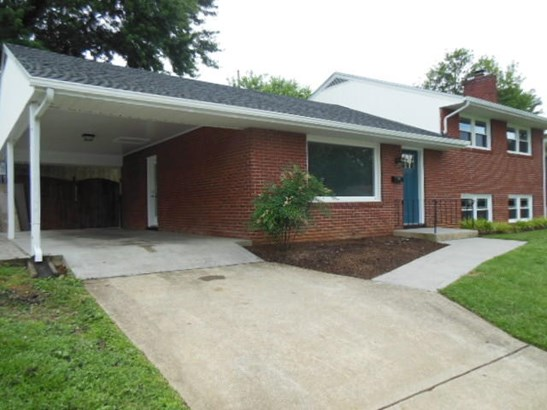 3 Level Split, Single Family Detached - Roanoke, VA (photo 4)