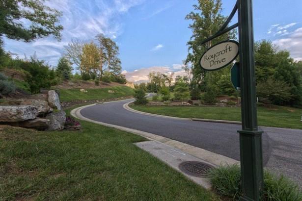 6025 Roycroft Dr, Roanoke, VA - USA (photo 5)