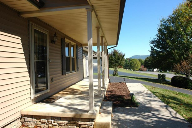 Single Family Detached, Ranch - Troutville, VA (photo 4)