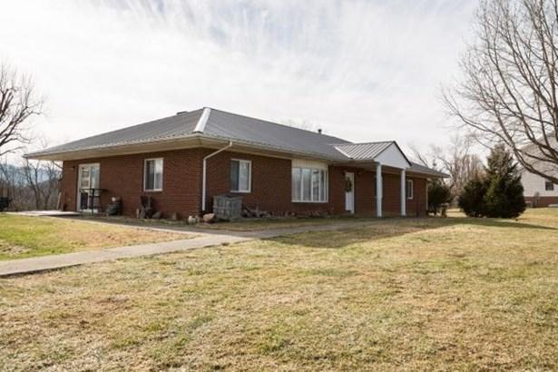 Single Family Detached, Ranch - Fincastle, VA (photo 3)