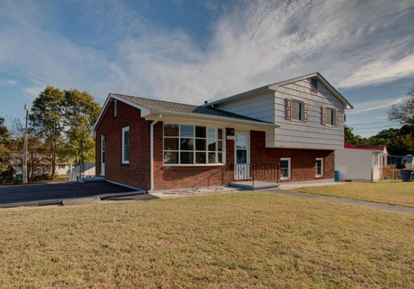 3 Level Split, Single Family Detached - Roanoke, VA (photo 2)