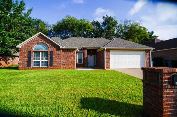 Single Family Detached, Traditional - Whitehouse, TX