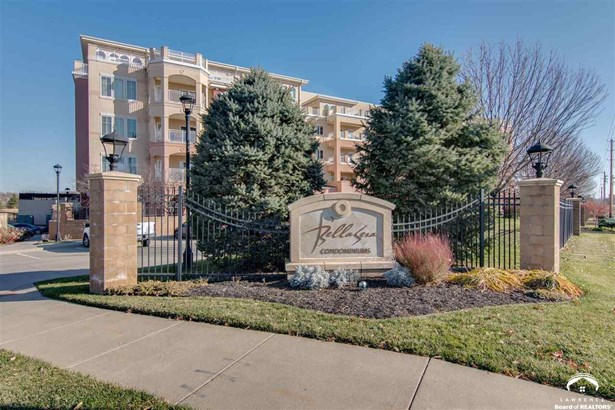 1 Story, City-Condo - Lawrence, KS