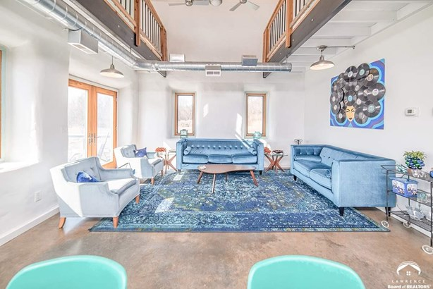 Rural Residential, Multi-Level - Perry, KS