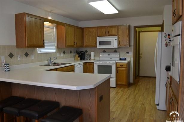 1 Story, City-Single Family - Topeka, KS (photo 5)
