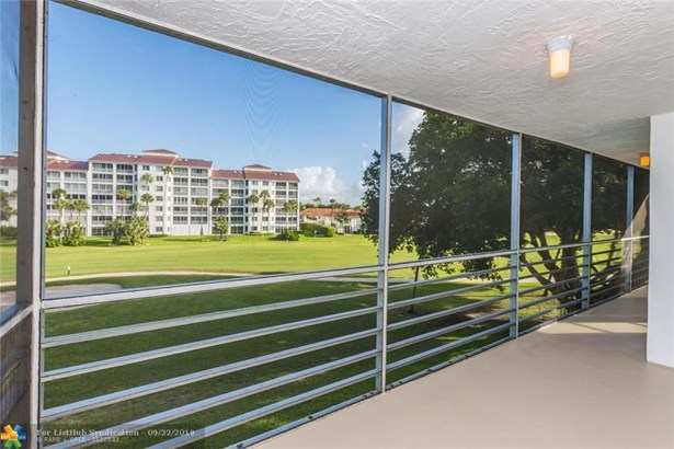 Condo/Co-op/Villa/Townhouse - Pompano Beach, FL