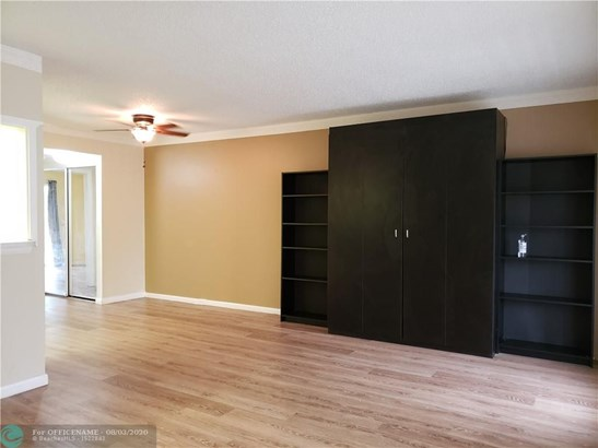 Condo/Co-op/Villa/Townhouse - Deerfield Beach, FL