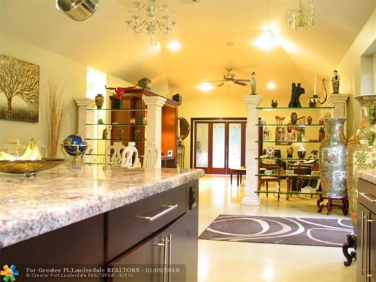 Pool Only, Single Family - Wilton Manors, FL (photo 2)