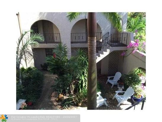 Condo/Co-op/Villa/Townhouse - Wilton Manors, FL (photo 3)