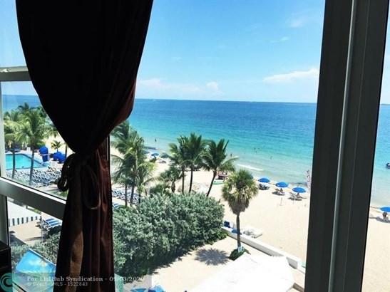 Condo/Co-op/Villa/Townhouse - Fort Lauderdale, FL