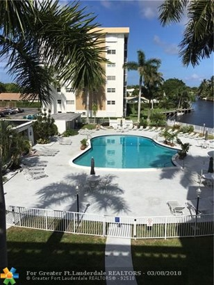 Condo/Co-op/Villa/Townhouse - Oakland Park, FL (photo 5)