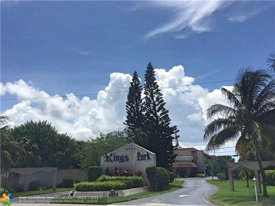 Condo/Co-op/Villa/Townhouse - Oakland Park, FL (photo 1)