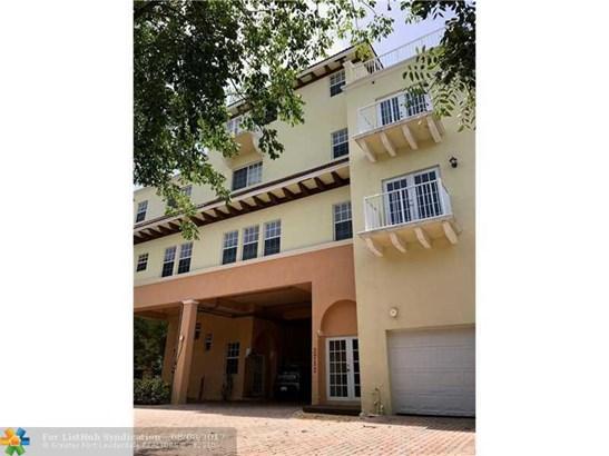 Condo/Co-op/Villa/Townhouse - Wilton Manors, FL (photo 2)