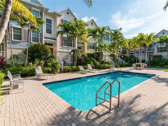 Condo/Co-op/Villa/Townhouse - Wilton Manors, FL