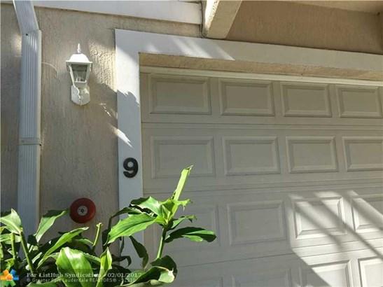 Condo/Co-Op/Villa/Townhouse, Townhouse Fee Simple - Wilton Manors, FL (photo 2)