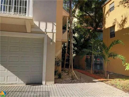 Condo/Co-Op/Villa/Townhouse, Townhouse Fee Simple - Wilton Manors, FL (photo 3)