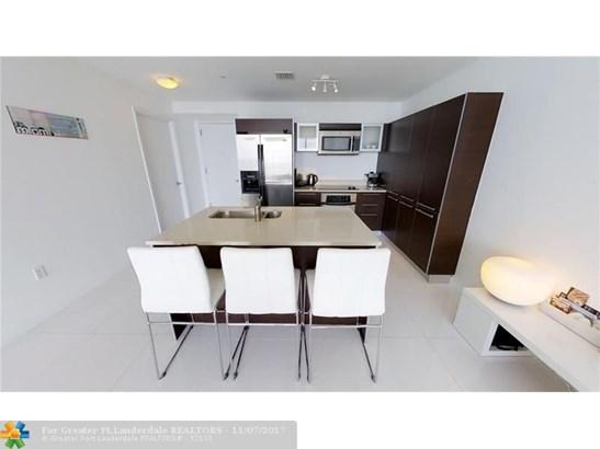 Condo/Co-op/Villa/Townhouse - Miami, FL (photo 2)